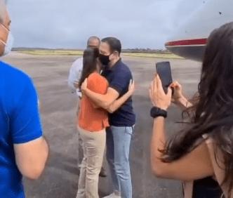 Doria aterrissa em Caruaru e é recebido pela prefeita Raquel Lyra