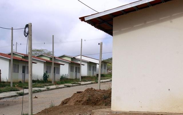 Prefeitura emite nota sobre invasão de casas no Residencial Cruzeiro