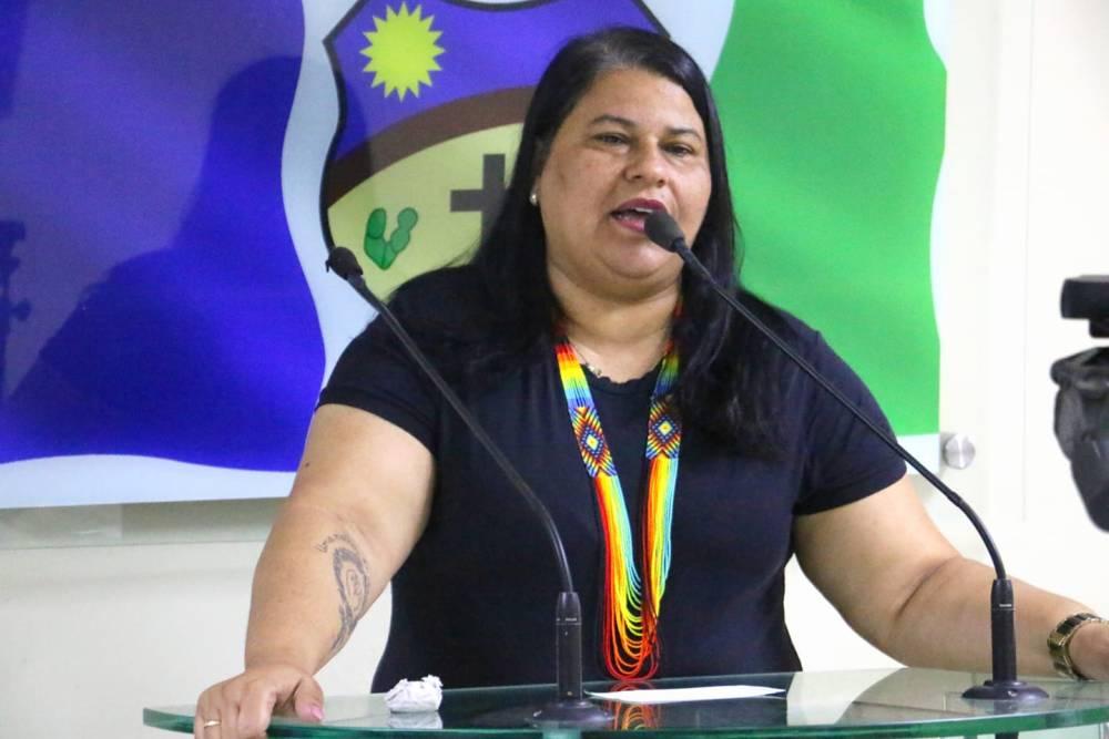 """""""A gente não tem conseguido ver um avanço na educação de Santa Cruz"""" diz Jéssyca Cavalcanti"""