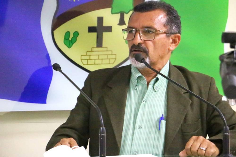 Zezin Buxin direciona críticas à Compesa, Correios e Celpe