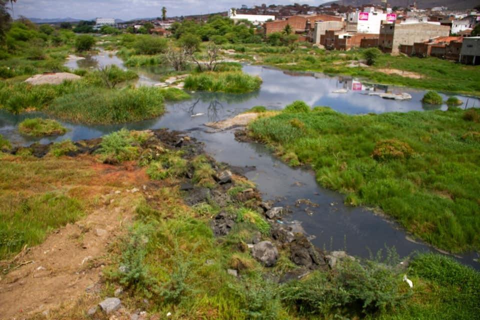 Prefeitura de Toritama inicia operaçaão de limpeza no Rio Capibaribe