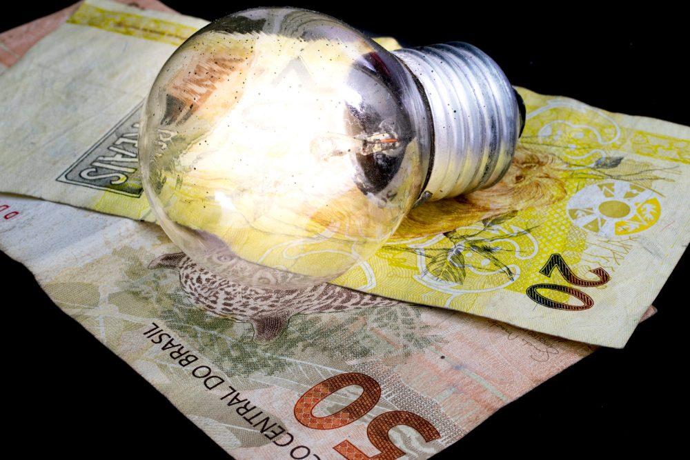 O que fazer para economizar na conta de luz? Confira dicas da Aneel