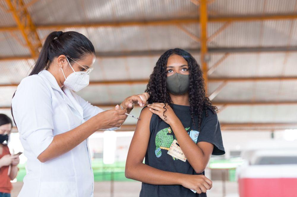 Covid-19: Caruaru inicia vacinação nas escolas municipais