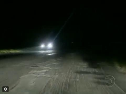 A noite, a pista se torna quase intrafegável