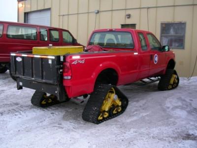 Mattrack Truck, pegue uma pick-up e substitua as rodas por um conjunto de esteiras da marca Mattrack, e você tem um autêntico veículo para neve falsificado. A limitação dos veículos que usam estas esteiras é a neve profunda.