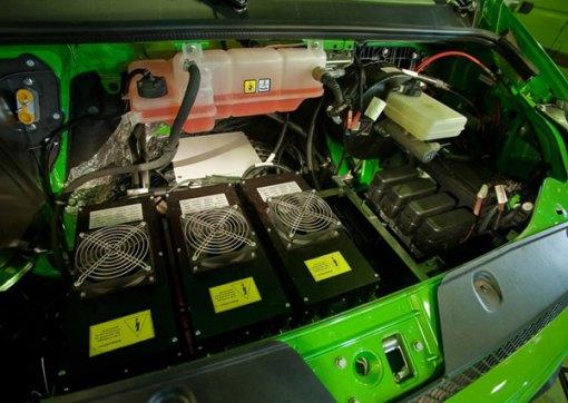 Três baterias carregam e consomem energia simultaneamente