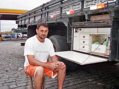 Gaúcho planeja ter caminhão próprio para poder ganhar dinheiro rodando o país