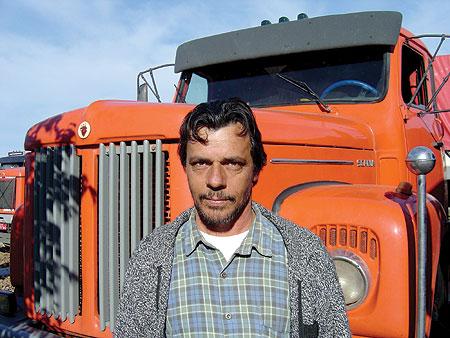 Cléber Mainardi condena o uso de rebites e defende que é o motorista que manda no caminhão carregado. É ele que sabe a hora de descansar ou continuar a viagem