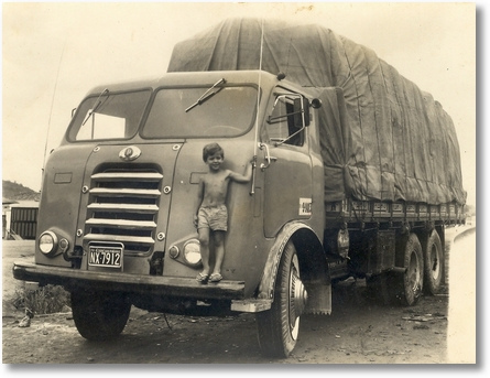 Resultado de imagem para caminhão FNM carregado