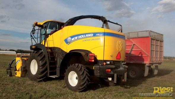 Colhedora de biomassa New Holland