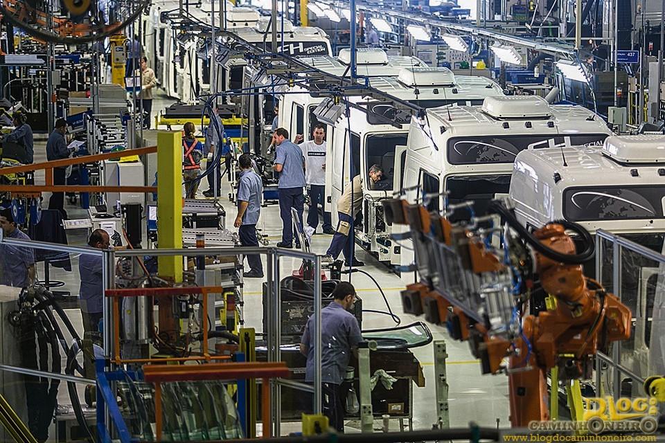 Resultado de imagem para Indústria de caminhões