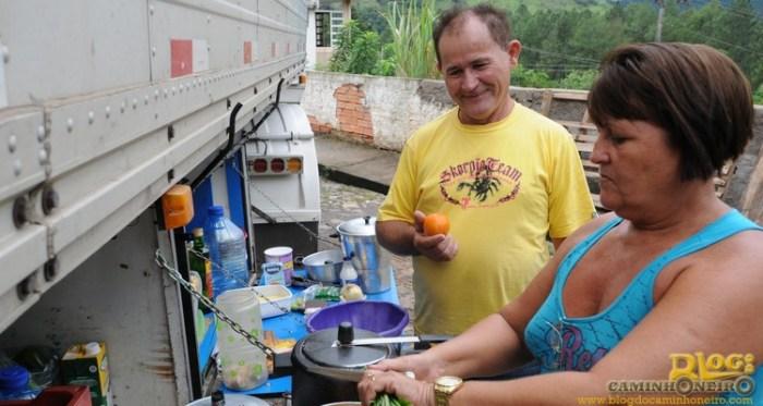 A multa contratual não perdoou o atraso involuntário de Francisco Ferreira, que almoça a comida feita pela mulher, Arizete