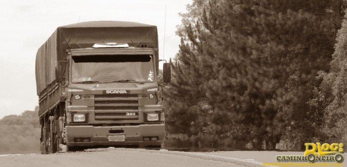 Scania-T113H-360-Bitrem-graneleiro-na-estrada