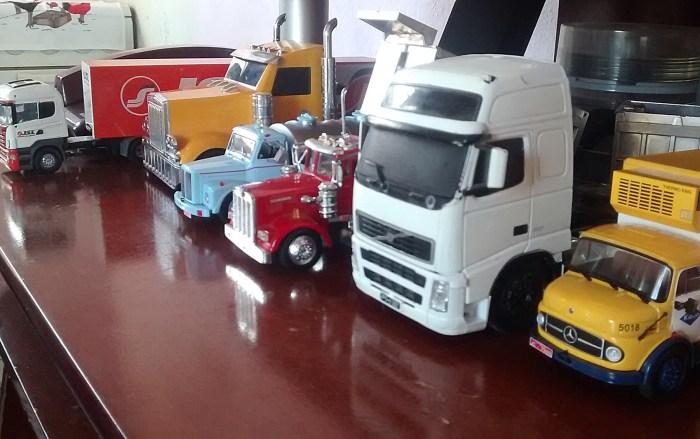 Cláudio coleciona miniaturas de caminhão, sua paixão desde a infância