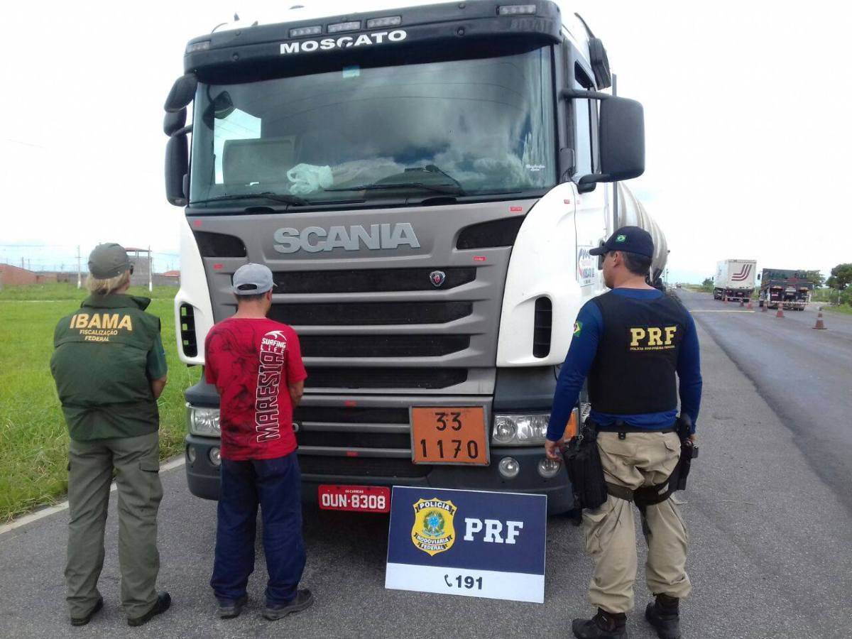 Caminhoneiros são presos por uso de emulador de Arla 32