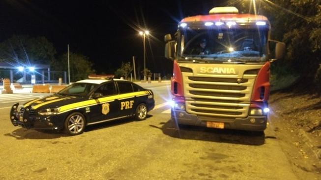 Caminhão roubado em 2012 é recuperado pela PRF
