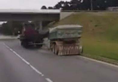 Vídeo mostra choque entre caminhões em disputa na BR-376