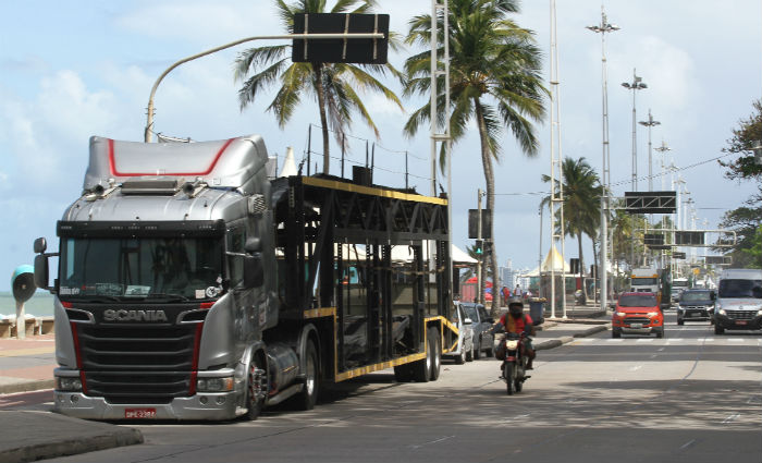 Protesto de cegonheiros completa 10 dias na orla de Boa Viagem