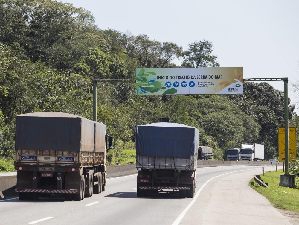 Paraná - 1,5 mil transportadoras fechadas; 10 mil caminhões pararam de rodar
