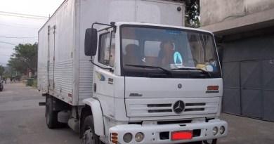 Classificados – Caminhão Mercedes Toco 1318 Baú