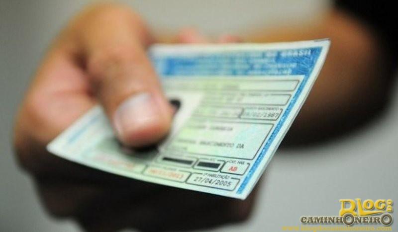 Cancelamento automático de CNH por dívidas é notícia falsa