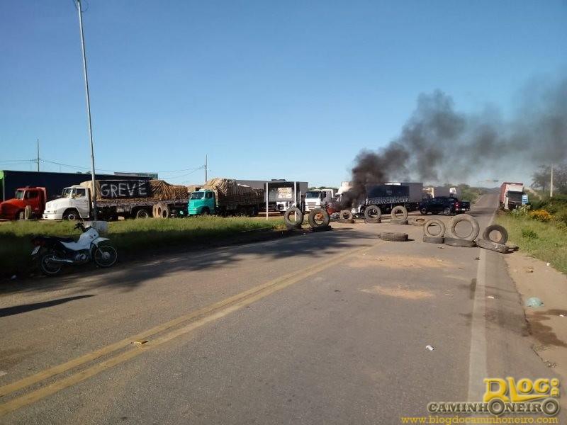 Greve de caminhoneiros ganha força em todo o Brasil