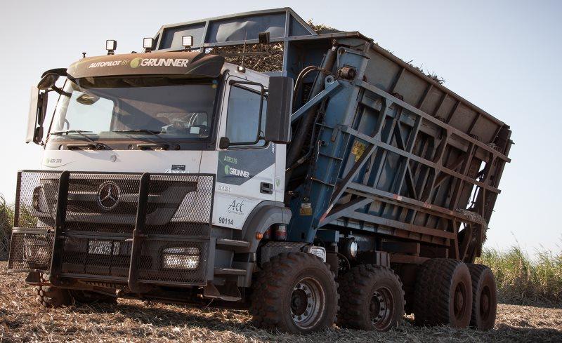 Mercedes-Benz lança caminhão autônomo que opera 24 horas nas usinas do Brasil