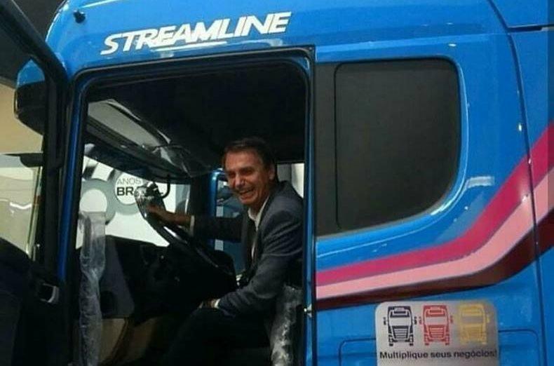 Eleições 2018 - Jair Bolsonaro agradece apoio dos caminhoneiros
