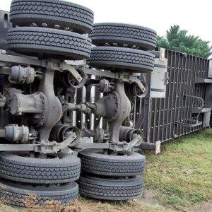 Motorista é condenado a pagar indenização por danificar caminhão do empregador