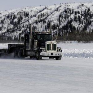 Caminhoneiros do gelo são os mais bem pagos do mundo