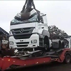 Entenda esse vídeo: Mercedes-Benz Axor Zero KM é destruído em desmanche