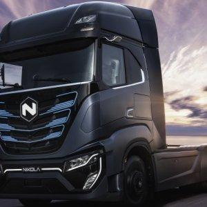Iveco e Nikola apresentam primeiro caminhão da parceria