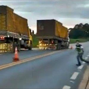 Caminhões fogem de fiscalização de peso em Patos de Minas
