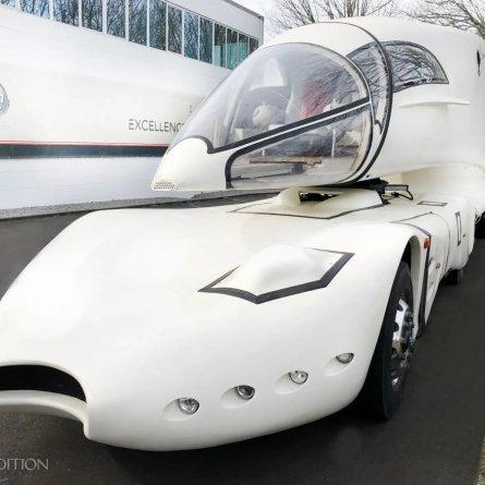 Caminhão mais estranho do mundo está à venda
