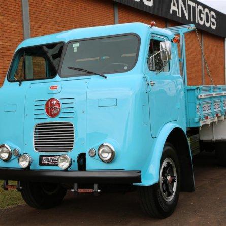 Caminhão FNM restaurado custa R$ 250 mil