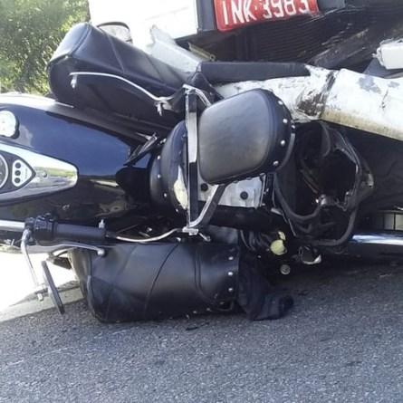 Motorista dirigindo há mais de 28 horas atropela e arrasta moto por 32 km em Santa Catarina