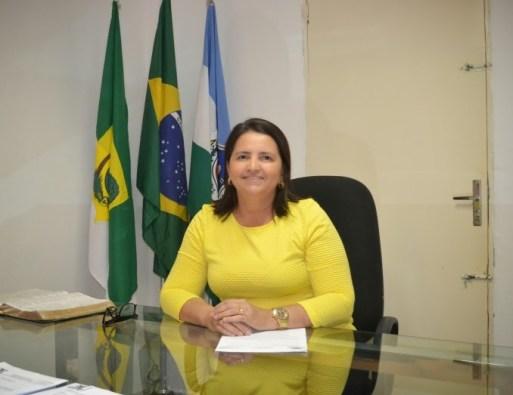Resultado de imagem para ex-prefeito Antônia Luciana da Costa Oliveira