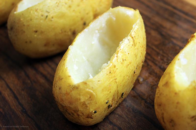 Batata assada recheada - preparação da batata