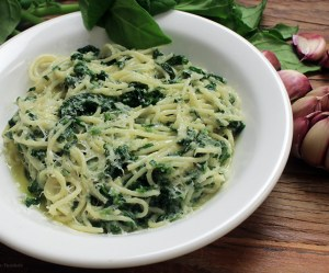 Espaguete com espinafre