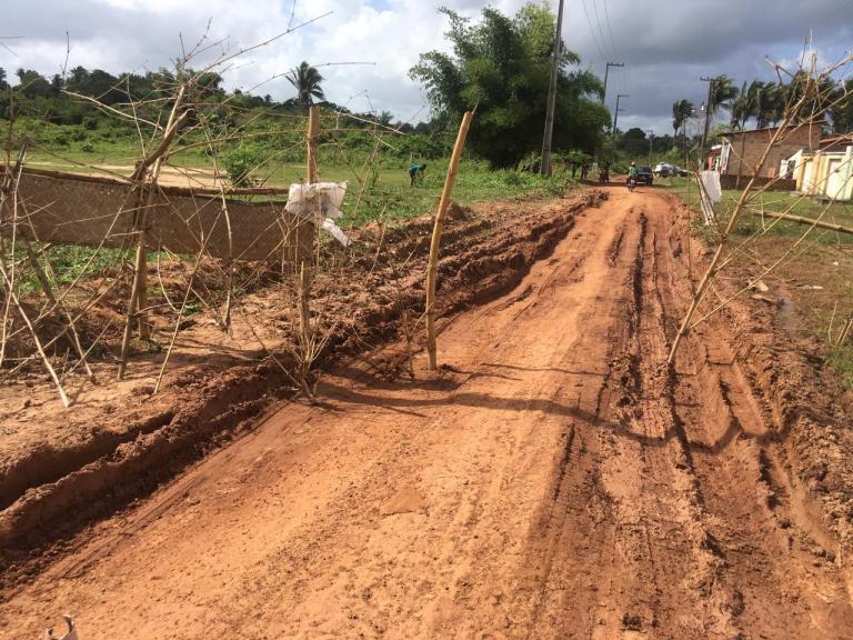 Revolta – Devido as péssimas condições, moradores interditam estrada do povoado Canarana zona rural de Pinheiro