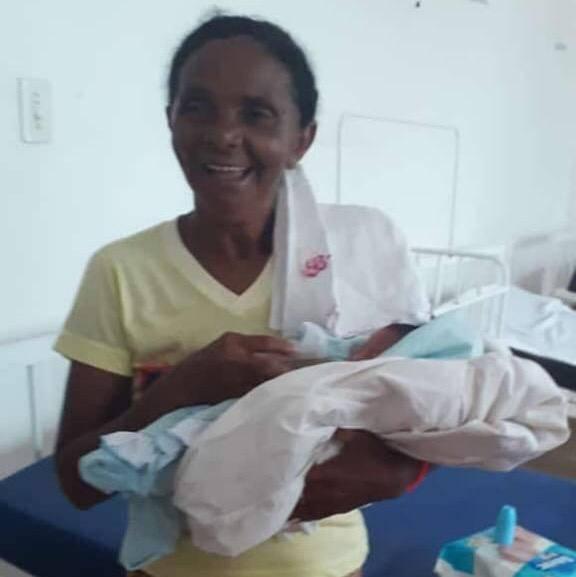 Recém-nascido é encontrado chorando dentro de cemitério no MA