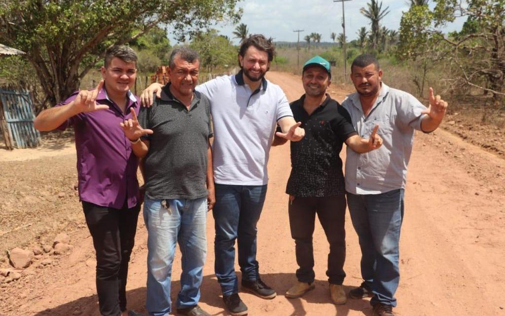 Leonardo Sá fiscaliza obras na região do Gama em Pinheiro