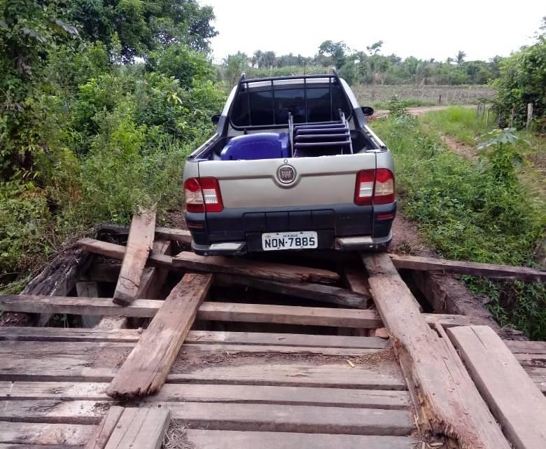 Abandono – Ponte que liga povoados Pedrinhas dos Araújos a Esperança na zona rural de Pinheiro, oferece perigo a população