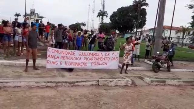 Urgente – Moradores fazem protesto enfrente a prefeitura de Cururupu reivindicando melhorias para o povoado aliança que está abandonado