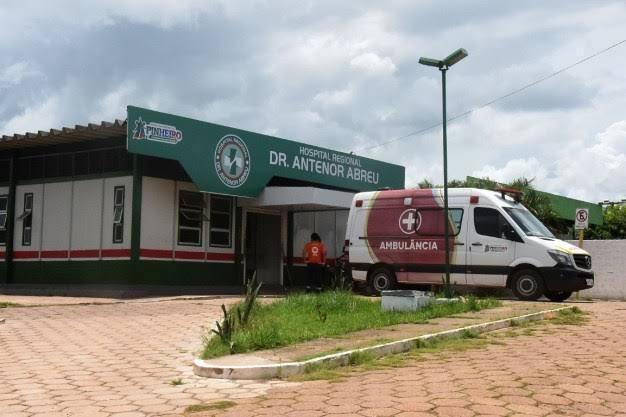 No desespero, família é obrigada a comprar oxigênio e levar para o hospital Antenor Abreu para tentar salvar a vida de um paciente