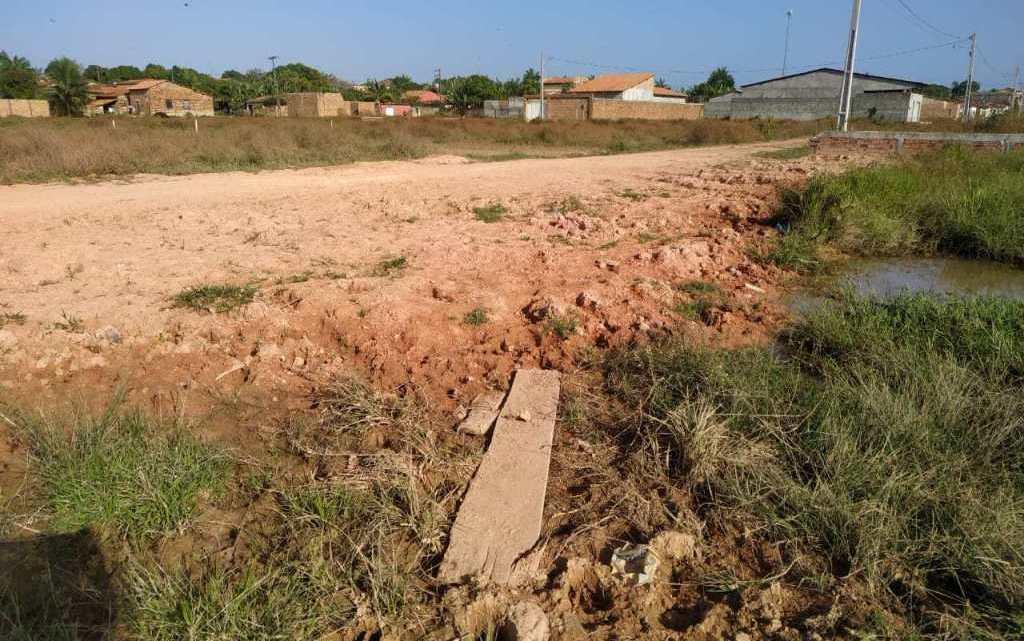 Não cumprimento de contrato, causa transtornos aos morados do loteamento Zunga Araújo no bairro João Castelo