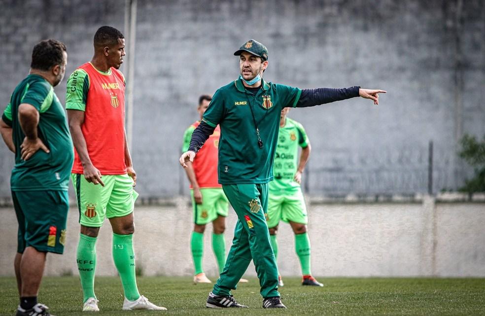 """Condé fala de série de derrotas do Sampaio e da chance de acesso: """"Ninguém jogou a toalha""""."""