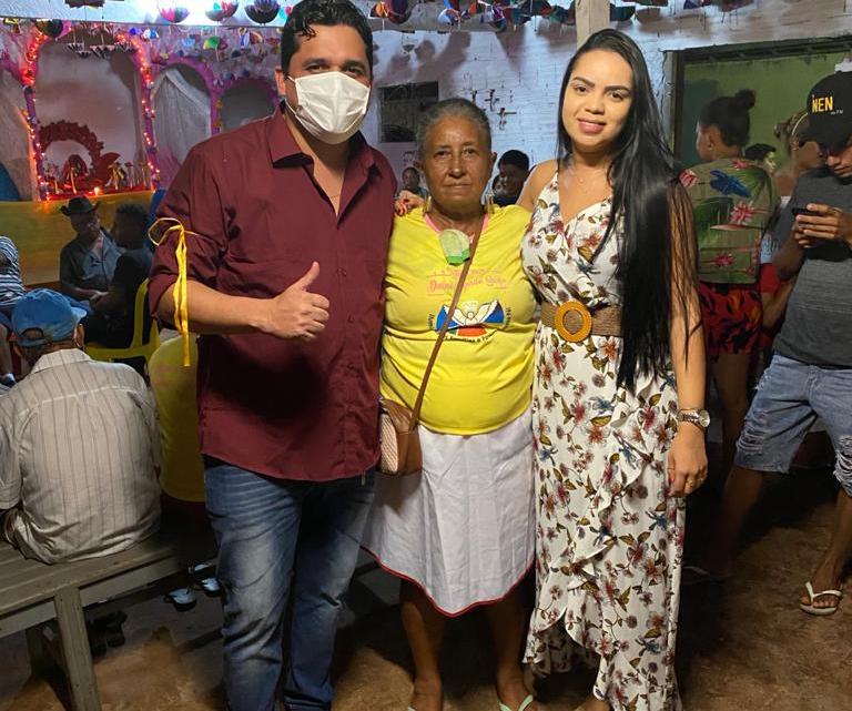 Vereador Felipe de Chicão prestigia tradição religiosa no bairro Quinta da Boa Vista em Pinheiro