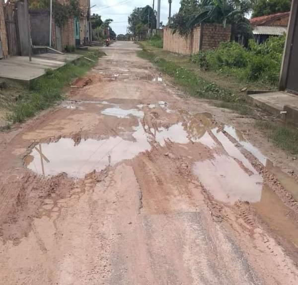 Santa Helena – Lama e Buracos tomam conta da rua das orquídeas no bairro Sarney Filho, denunciam moradores
