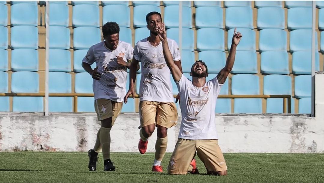 Com golaço de Juninho Bolt, Pinheiro vence São José de novo e avança para semifinal do Campeonato Maranhense